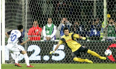 Rangers win 4-2 on penalties. Nacho Novo sends Frey the wrong way to score.