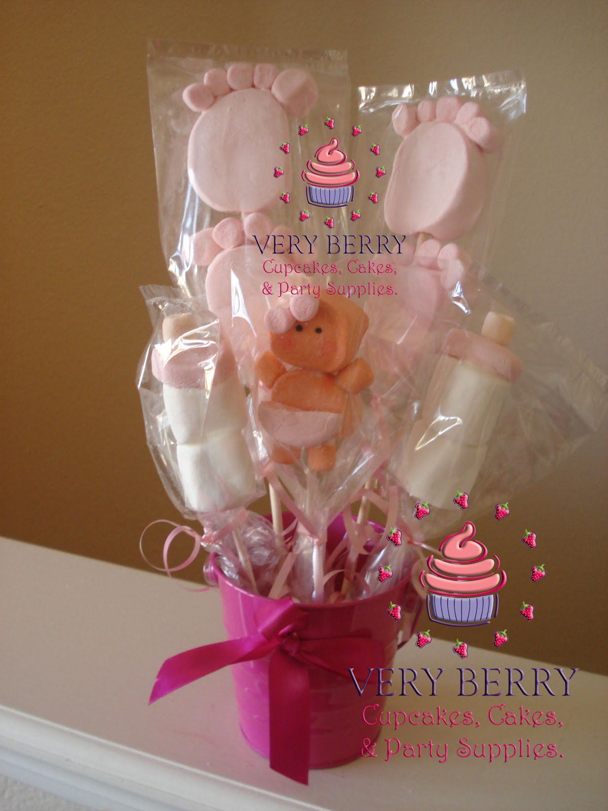 veryberry cupcakes baby marshmallow pops center piece