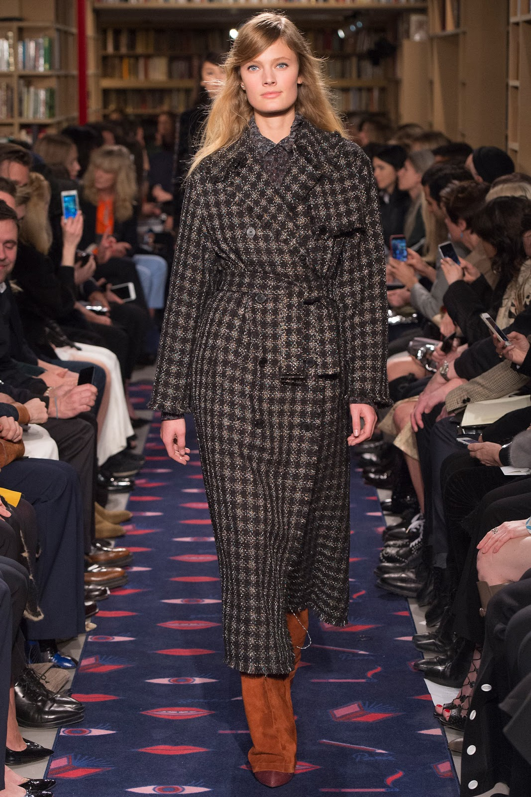Trench coats as seen on a runway at Sonia Rykiel Autumn/Winter 2015 via www.fashionedbylove.co.uk