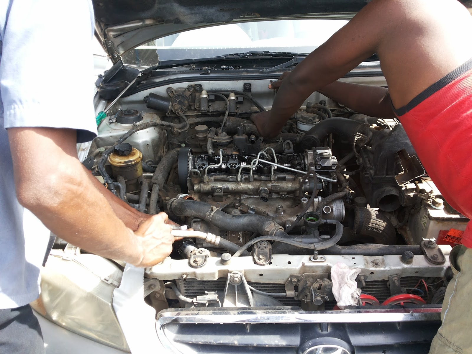Hyundai Accent Fuel Filter Replacement Below Picture Engine Body Cylinder With Assembly 1600x1200