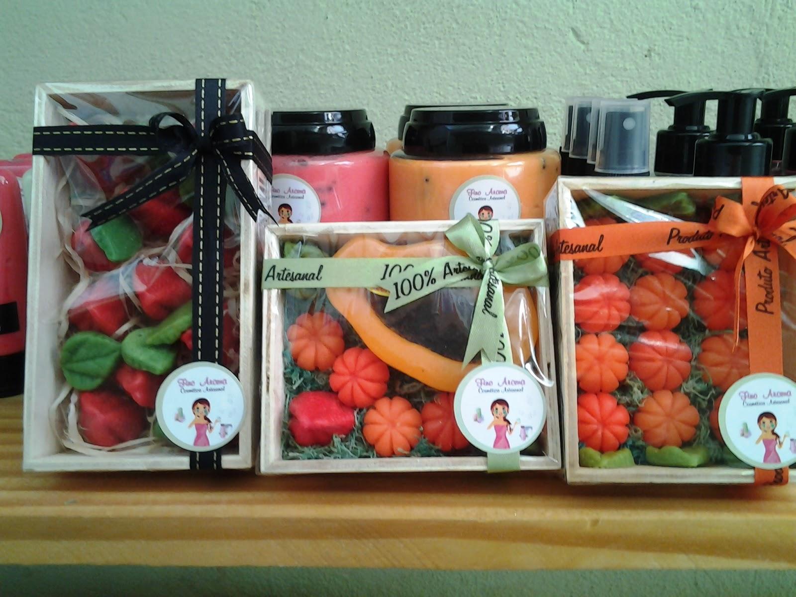 Lindos sabonetes de frutas na caixa de madeira!!! #A43627 1600x1200