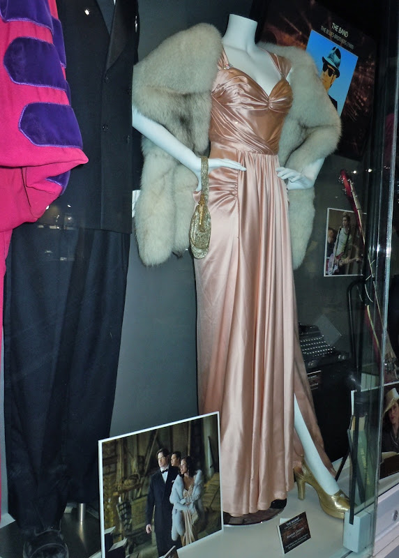 Mummy 3 Maria Bello museum gown