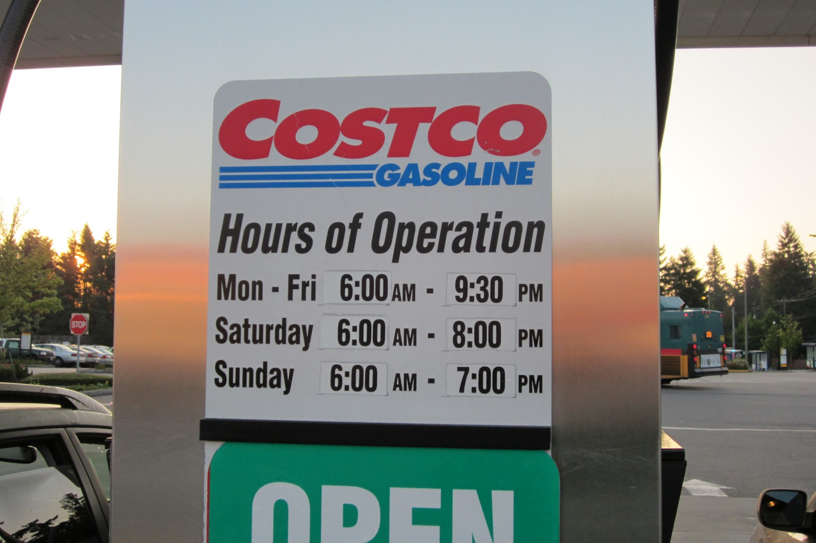 Deals stores hours of operation