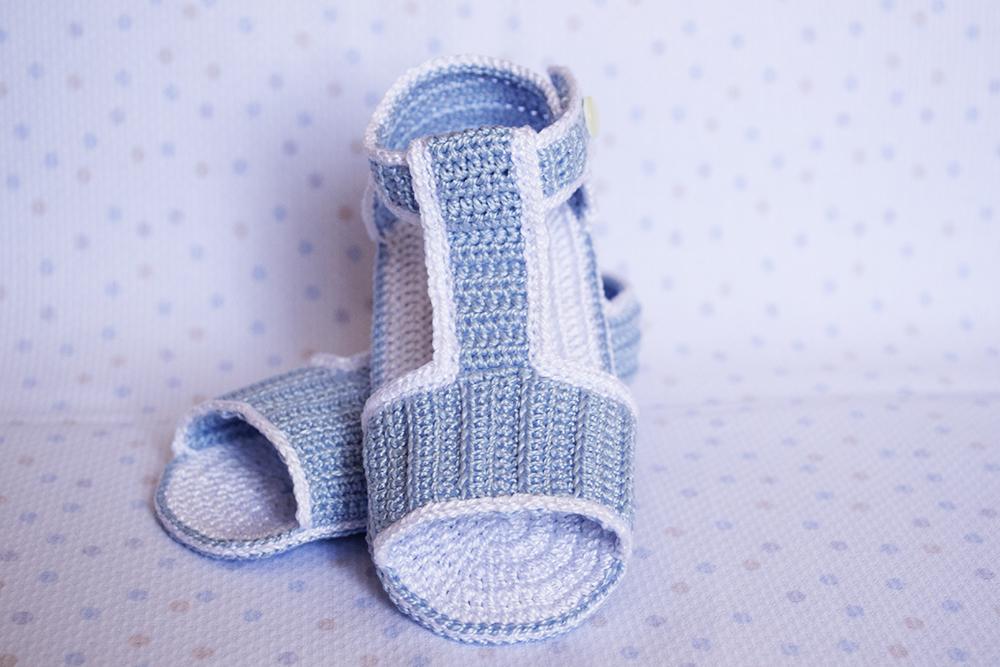 La aguja del Sur: Sandalias celestes de ganchillo para bebé