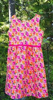 Koulutytön mekko