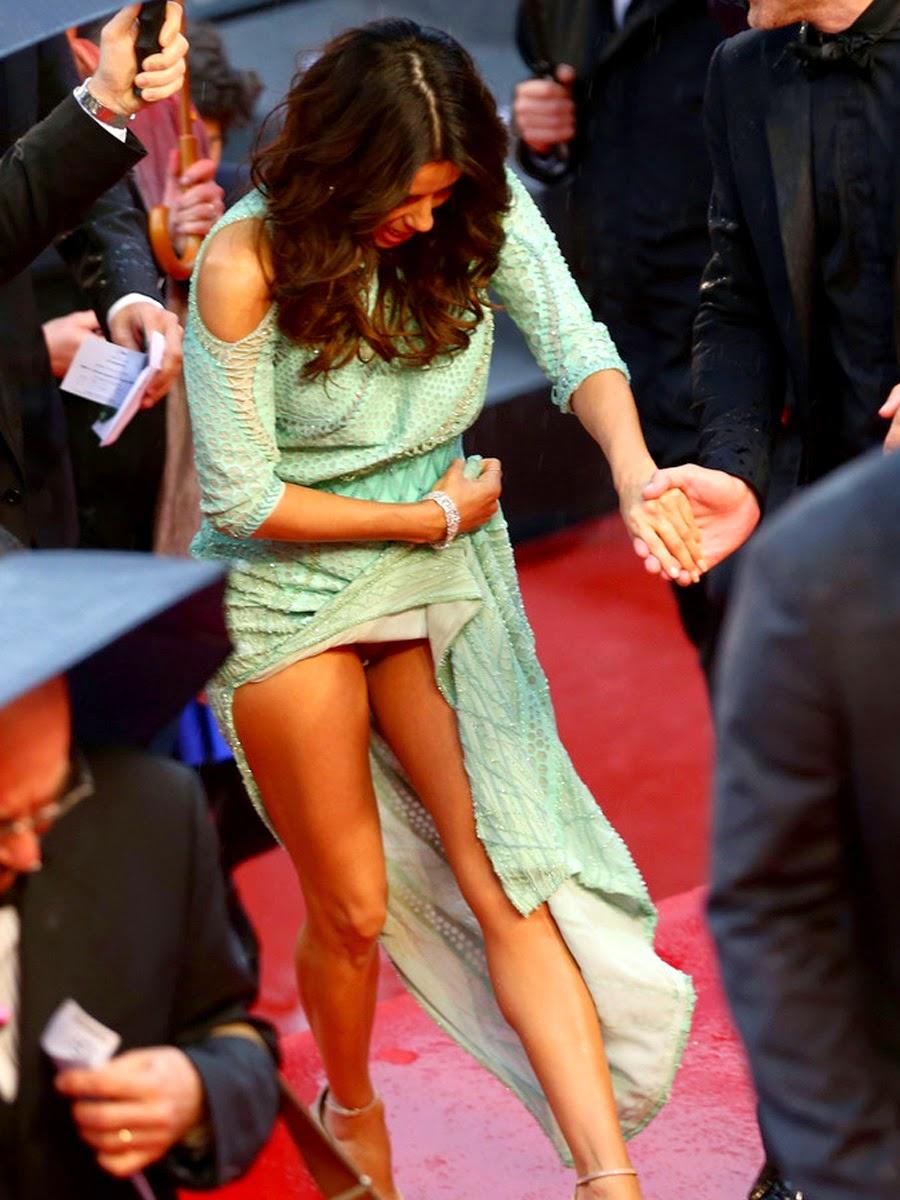 Eva Longoria wardrobe malfunction Cannes 2013