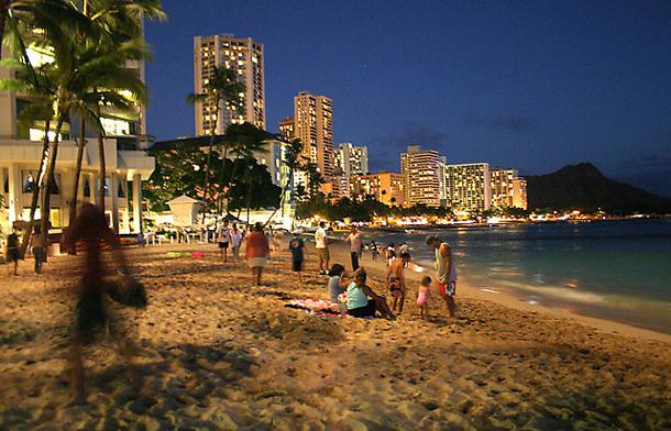 من أروع الشواطئ في العالم على خورة فقط ! waikiki.png