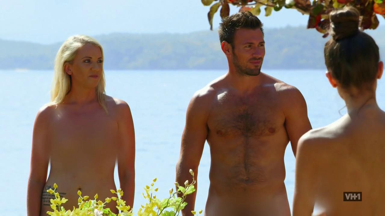 kourtney kardashian poses nude