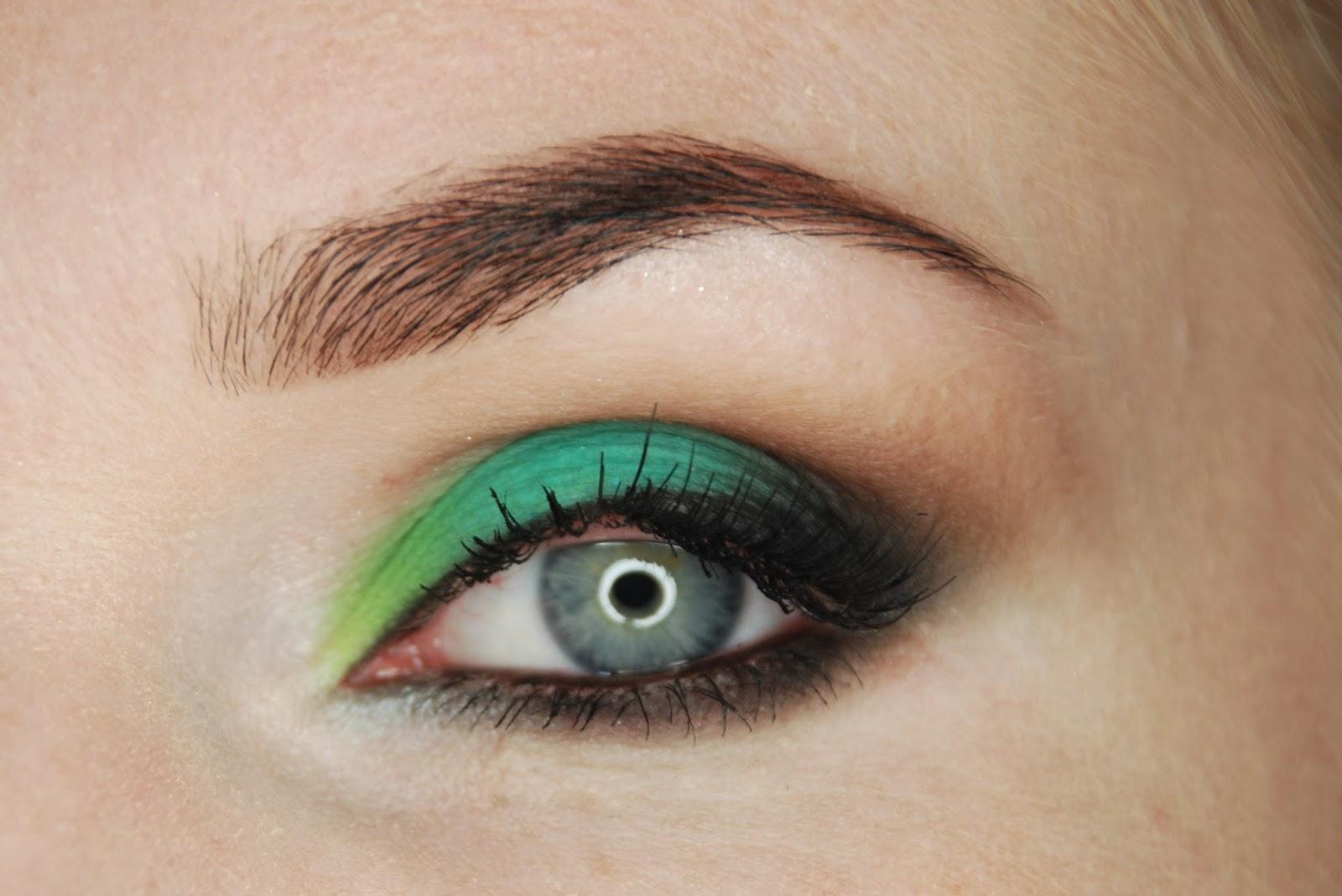 """Makijaż nr 10. Odcienie zieleni z paletką """"Shake Colors"""" firmy My Secret."""