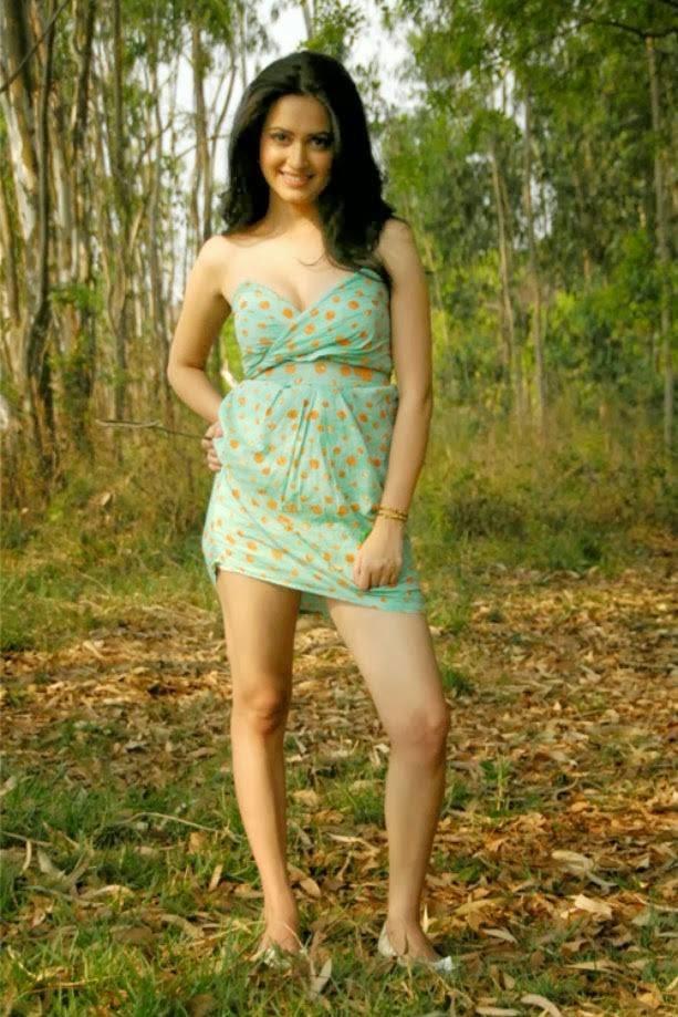 Actress Kriti Kharbanda Unseen Cute Hot Spicy Thighs Show Photoshoot Gallery