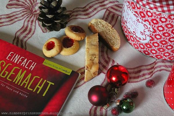 Plätzchen Kekse Himbeerprinzesschen Cantuccini Engelsaugen Dominosteine Pistazienschnecken roter Teller einfach hausgemacht