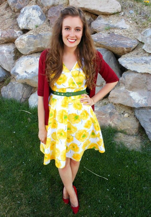 Combinar vestido amarillo con azul