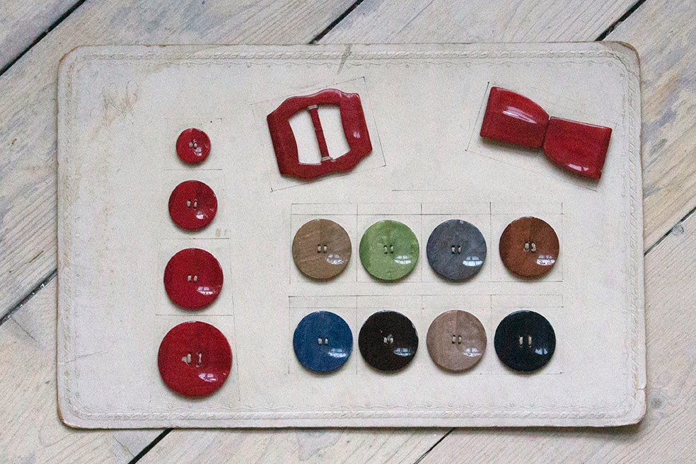 a swap: fifties or sixties vintage colored buttons and buckles