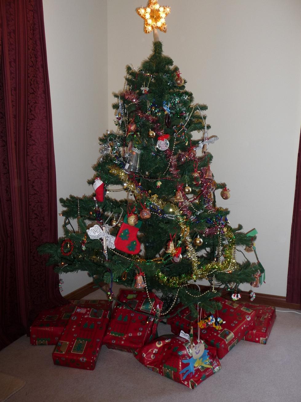 Im genes de rboles de navidad facebook gratis - Arbol de navidad con regalos ...