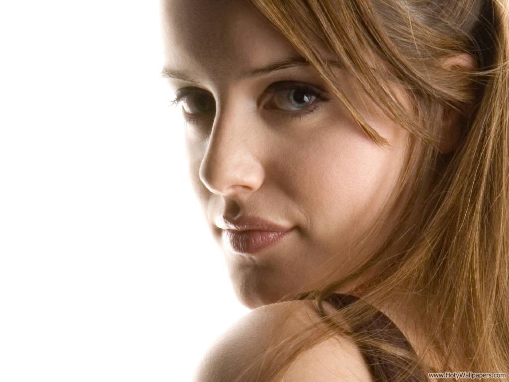 http://4.bp.blogspot.com/-2yiI_kZITHE/Tpw9TfIk6gI/AAAAAAAAMO4/Apzz-Mg-BkQ/s1600/michelle_ryan_british_actress_wallpaper.jpg