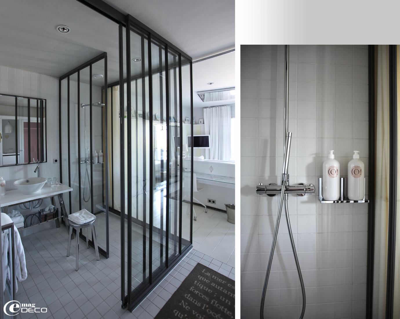 Salle d'eau entièrement vitrées La Co(o)rniche, imaginée par Philippe Starck