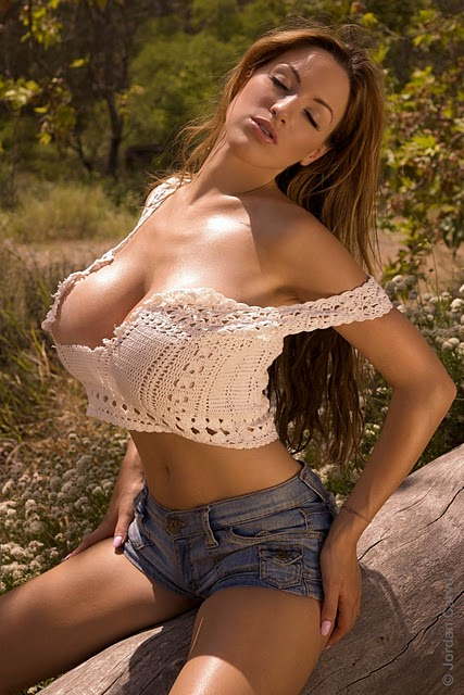Hollywood Celebrity Actress Photoshoots: Jordan Carver Hot Pics