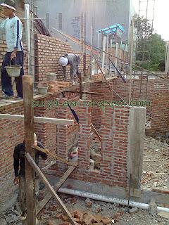http://4.bp.blogspot.com/-2yxSIyxytYo/UUNGOZwyF7I/AAAAAAAAAv8/hibWABLbKUQ/s1600/tukang+mandor+pemborong+bangunan+rumah.jpg
