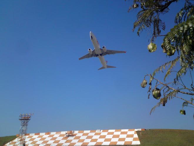 Mais uma decolagem no Aeroporto de Congonhas. Cerca de 50 mil passageiros passam por aqui todo dia.