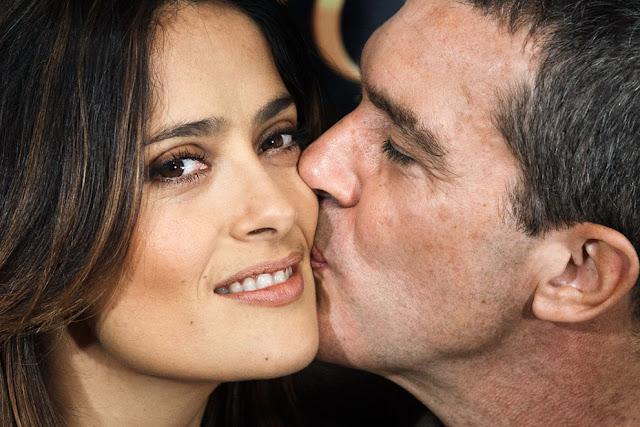 Foto-Foto Keindahan Ciuman Dari Seluruh Penjuru Dunia