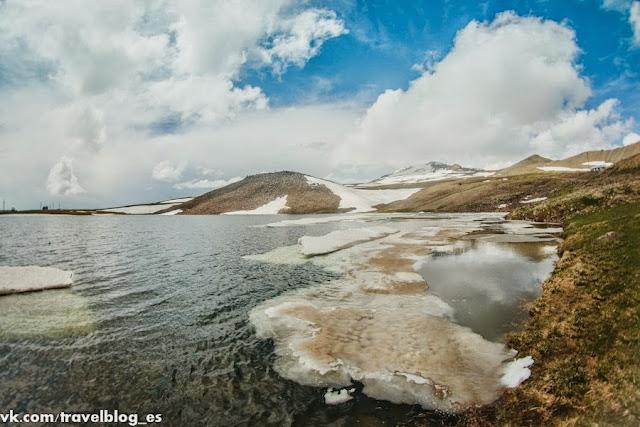 Озеро Кари у подножья горы Арагац