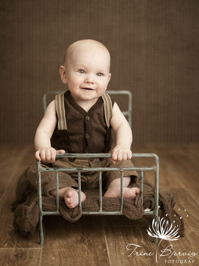 barnebilder av en blid liten gutt - fotograf trine bjervig tønsberg