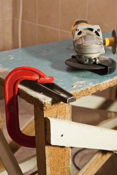 Укладка плитки в ванной своими руками на старую плитку