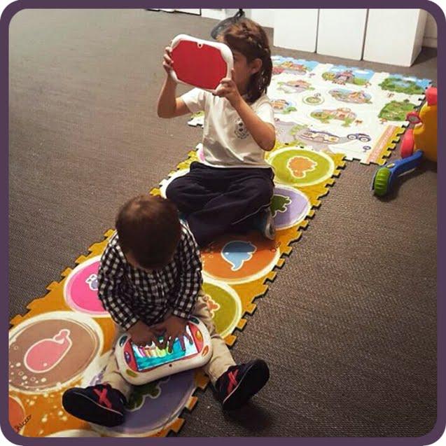 Niños jugando con la Happy Tab de Chicco