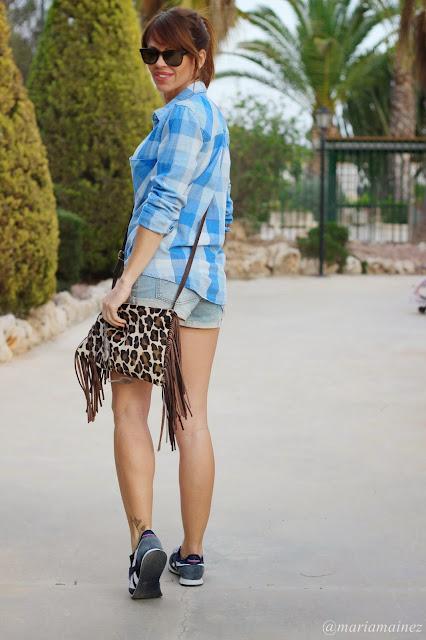Streetstyle -fashionblogger - Camisa cuadros - Stradivarius - sneakers