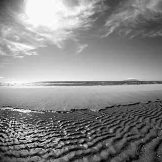 paisaje del mar en blanco y negro