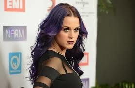 Katy Perry fala de magia negra em música