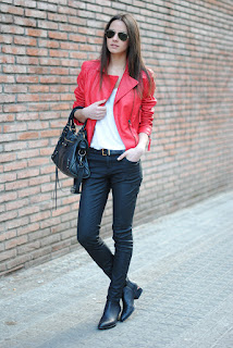 http://4.bp.blogspot.com/-30L9lGbR1Dk/UZ1VFUrxt5I/AAAAAAAANvE/ACgg9r2CTSk/s1600/mango+red+jacket,+black+jeans,+alexander+wang+shoes.jpg