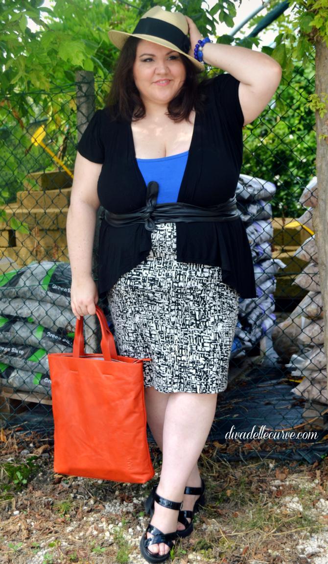 outfit plus size con cappello di paglia con Zizzi e Nava Designs