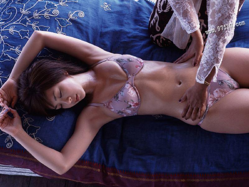 泰式按摩 (Tài shì àn mó) - Thai massage