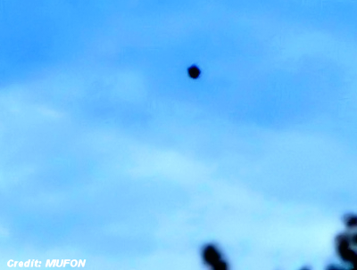 UFO Photographed Over Oregon Neighborhood 10-6-15