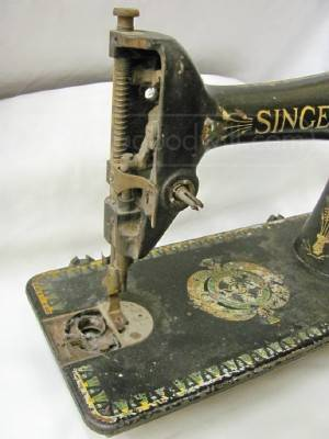 DragonPoodle Studio Are You Looking For ONE Good Vintage Machine Simple Lotus Singer Sewing Machine
