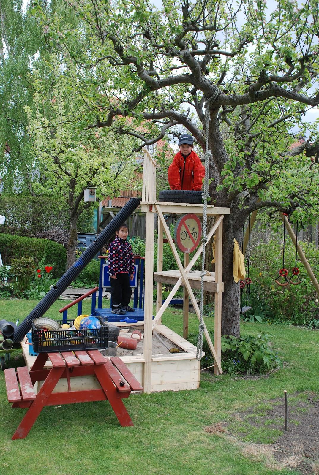 Nål och Tråd och Trädgård: Utbyggd sandlåda