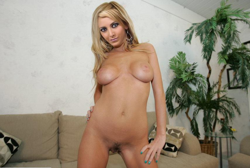 Paola Vargas Desnuda De Top