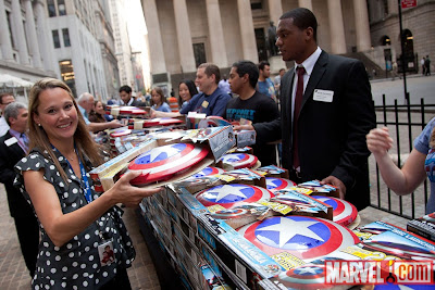 Site Blogspot  Captain America Shield on Captain America  Chris Evans Y El Staff De Marvel En El Nyse