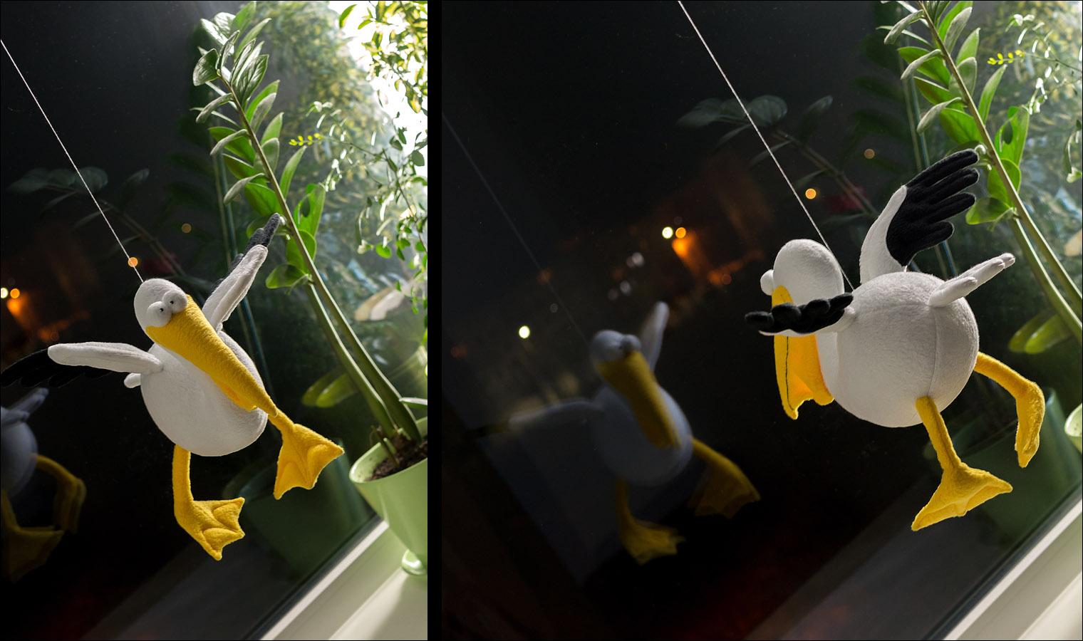 Подвешенный для фотосъёмки пеликан.