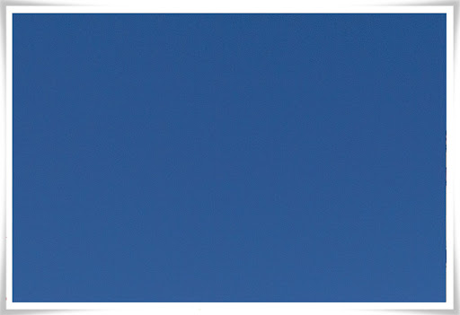 En höstdag med väldigt blå himmel