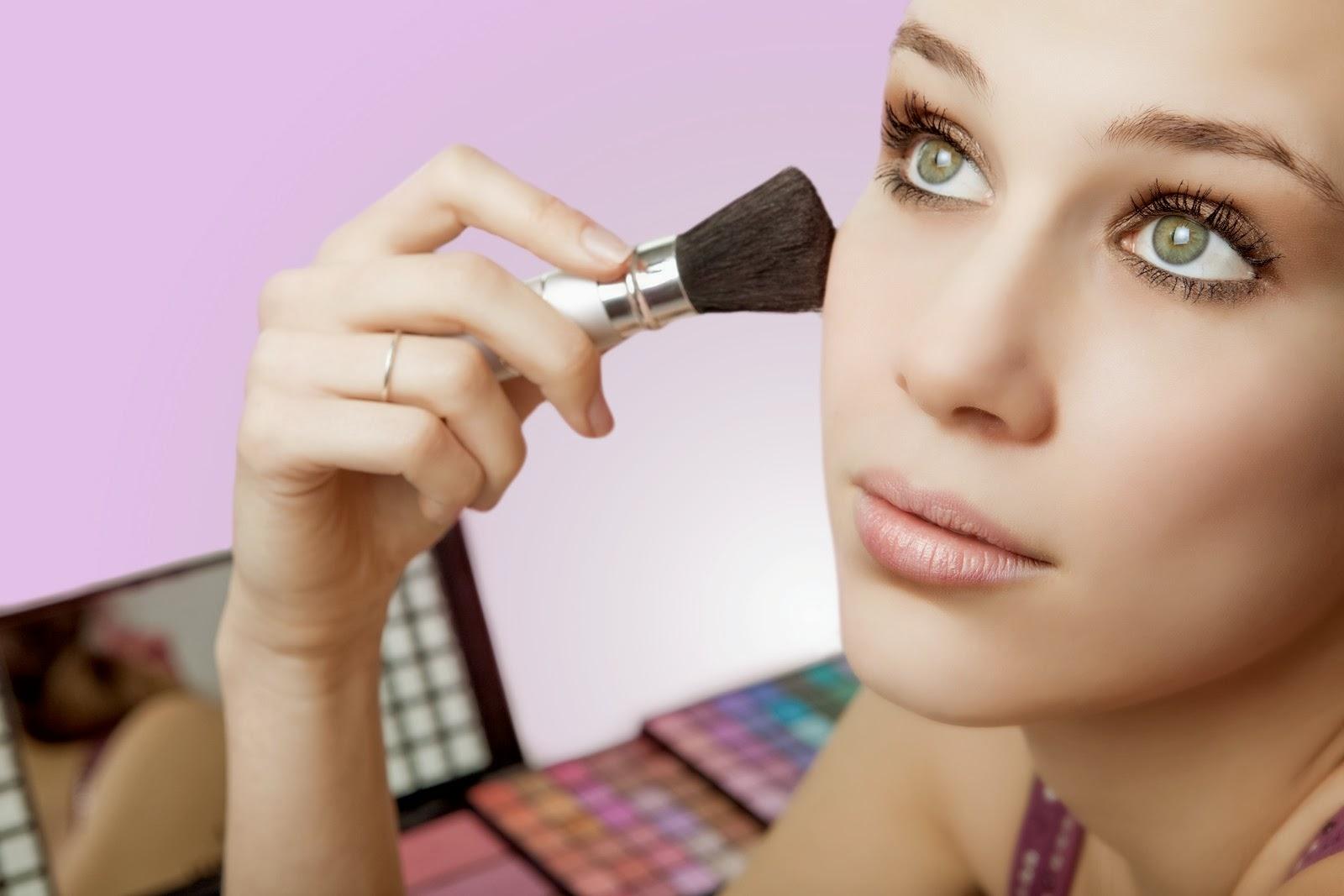 Фото как визажист делает макияж