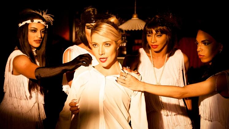 o videoclipe da nova música da cantora conta com a participação de várias drag queens brasileiras
