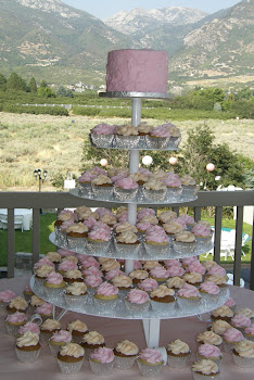 150 cupcakes and round buttercream cake