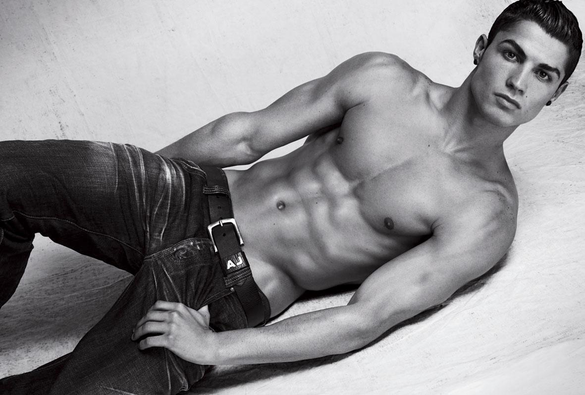 http://4.bp.blogspot.com/-32hDQD0hW58/Tk1fMY35-II/AAAAAAAACHU/-oFfC2Xn8yE/s1600/Cristiano-Ronaldo-Hot-Pose.jpg