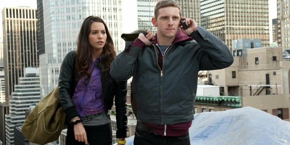 Genesis Rodriguez e Jamie Bell em À BEIRA DO ABISMO (Man on a Ledge)