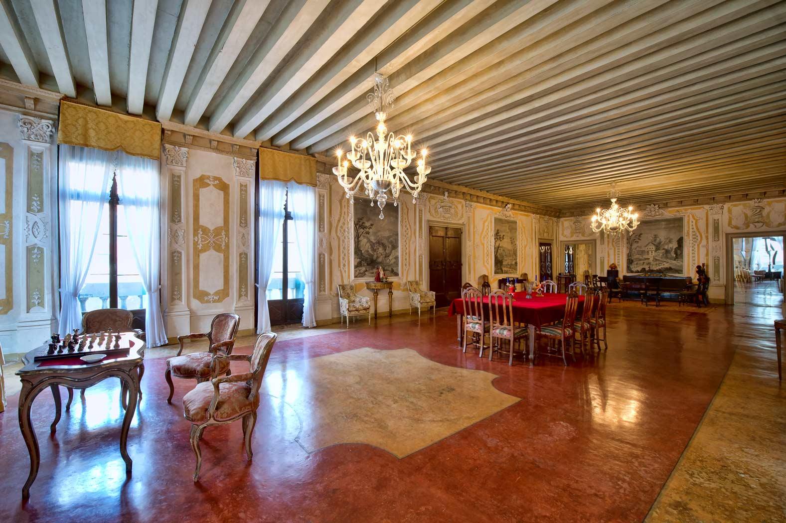 destination venise gradenigo un prestigieux appartement en location venise. Black Bedroom Furniture Sets. Home Design Ideas