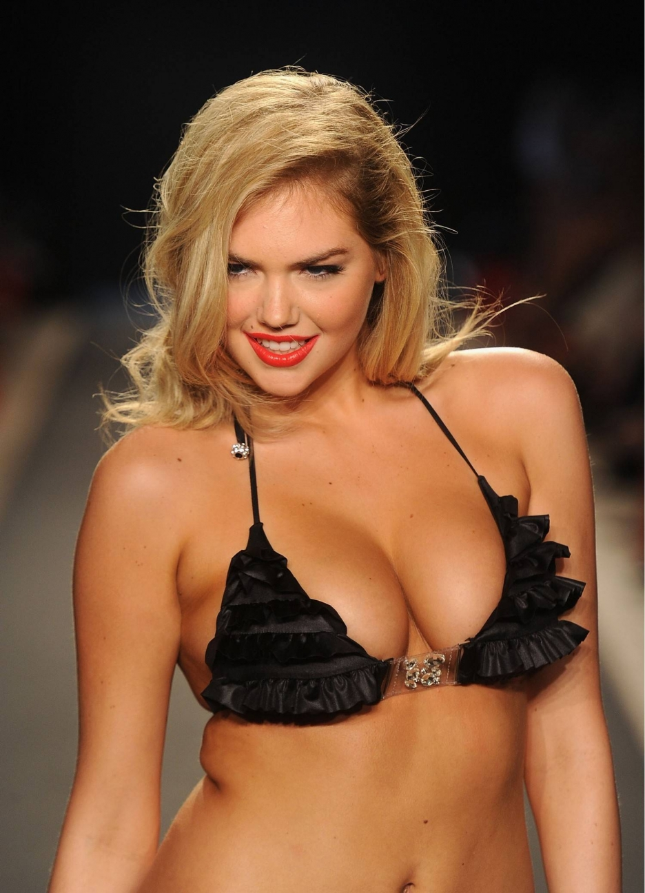 Kate Upton Bouncing Boobs For 10 Hours!