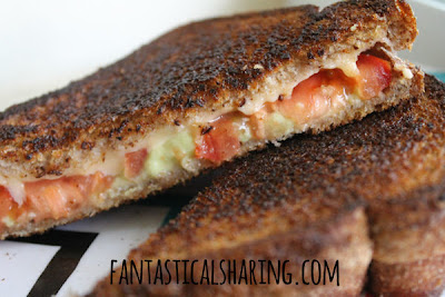 Goudalicious Grilled Cheese Sandwiches | Melted bacon gouda, juicy fresh tomato, and smooth guacamole - the perfect combo for a sandwich