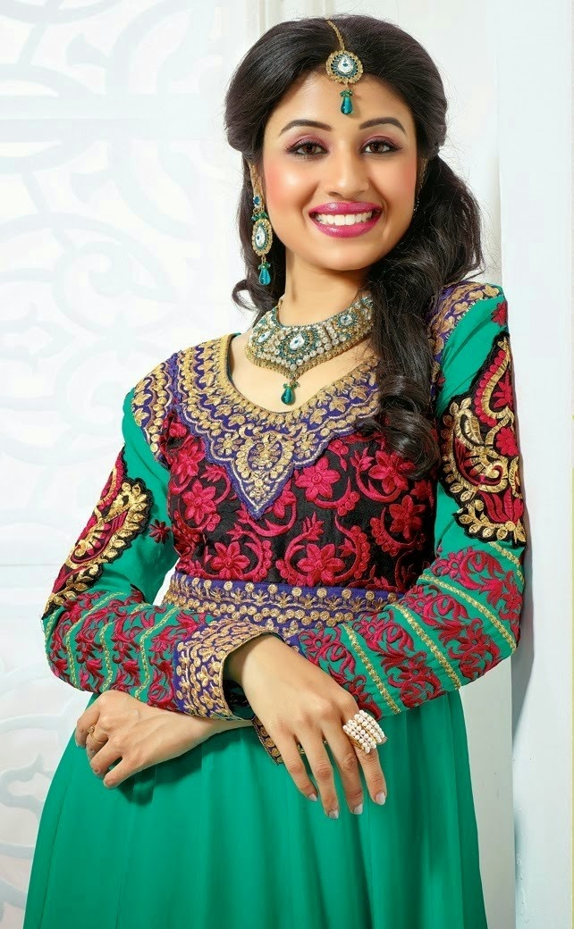 Sexy and Hot Paridhi Sharma Photos and Wallpapers